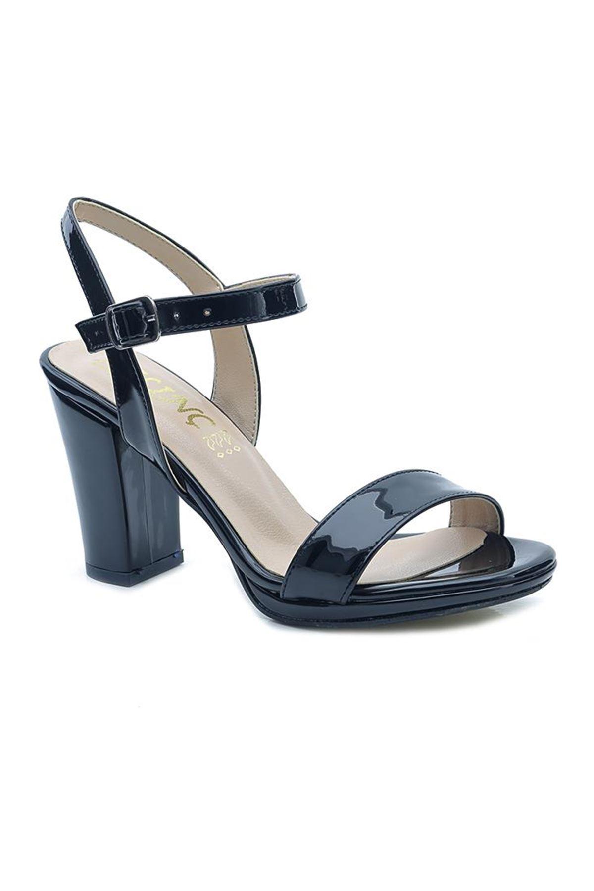 KLC Parlak Tek Bant Kare Topuk Bayan Ayakkabı